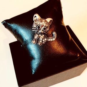 Sweet Kitty Pin silver and black nice solid chic